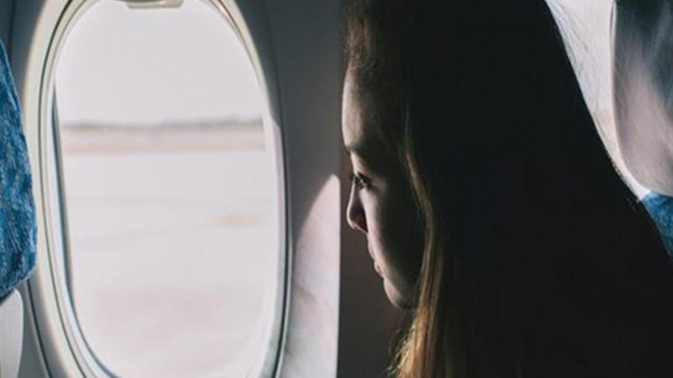 'شبّاك الطائرة' تحدّي جديد يشعل مواقع التواصل الاجتماعي (فيديو)