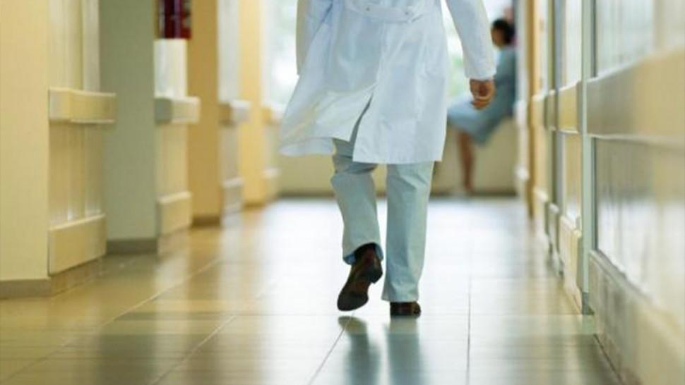 عضو بلجنة الدفاع عن عائلات الرضّع :30 طبيبا يتم ايقافهم سنويا بسبب أخطاء طبية