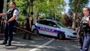 إصابة 10 أشخاص في انفجار طرد مفخخ بليون الفرنسية