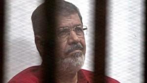 دفن الرئيس المصري الأسبق محمد مرسي وسط اجراءات أمنية مشددة