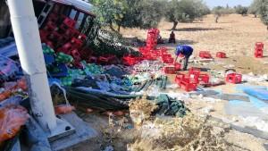 صفاقس : انقلاب شاحنة ثقيلة لنقل المشروبات الغازية (صور)