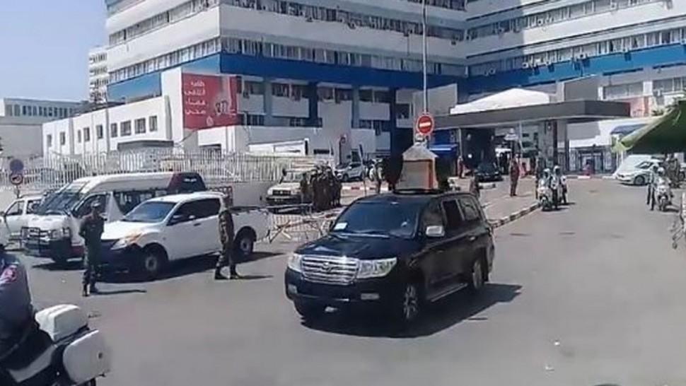 جثمان السبسي يغادر المستشفى العسكري