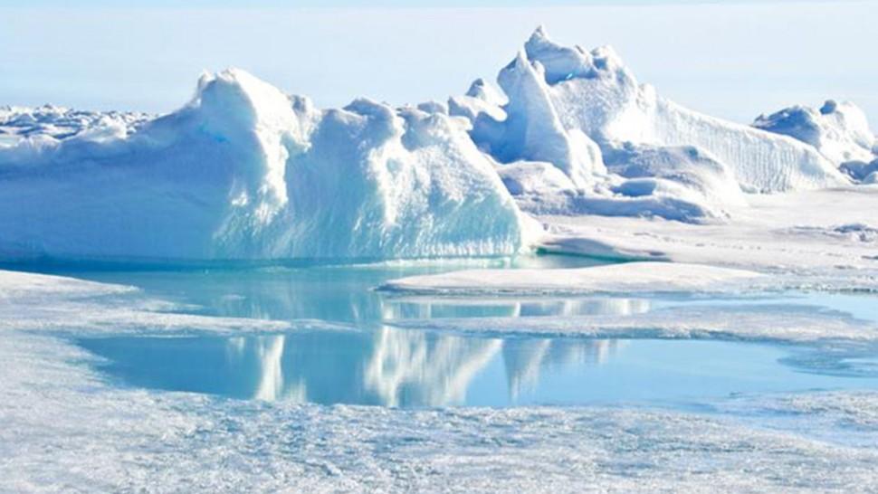 القطب الشمالي الجليد