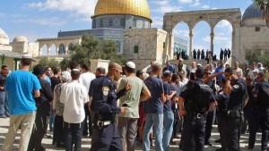 عشرات الصهاينة يقتحمون باحات المسجد الأقصى