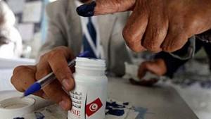 هيئة الانتخابات تشرع في توزيع المواد الانتخابية