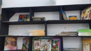 مكتبة بمدرسة ابتدائية