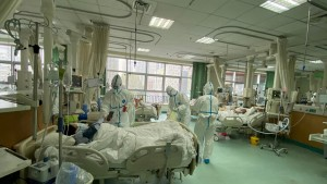 وفاة طبيب بعد إصابته بفيروس كورونا