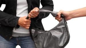 صفاقس : مواطن يتعرّض الى محاولة سلب بعد سحبه مبلغا ماليا من فرع بنكي