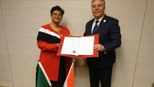 """تونس تسلم وثائق التصديق على """"اتفاقية الاتحاد الإفريقي لمنع الفساد"""""""