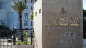 """دعت وزارة الشؤون الخارجية كافة المواطنين التونسيين في الخارج سواء المقيمين أو الزائرين إلى اتخاذ أقصى درجات الحذر للوقاية من فيروس """"كورونا""""  مع ضرورة تجنب التواجد في المناطق التي ينتشر بها الفيروس مع الإلتزام باتباع التعليمات والإجراءات التي تصدرها البلدان التي يتواجدون بها."""