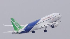 الصين ترسل طائرة محملة  بآلاف البدلات الطبية لتونس