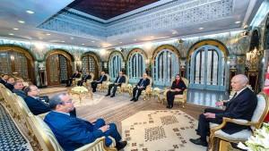 رئيس الجمهورية يلتقي وفدا عن اتّحاد الأعراف
