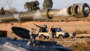 ليبيا: مستشفى في طرابلس يتعرض للقصف