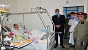 وزير الدفاع يزور العسكري المصاب