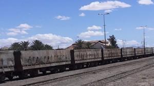 سيدي بوزيد : عمال منجم الفسفاط بالمكناسي يواصلون غلق خط السكة رقم 13
