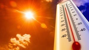 من المنتظر أن يشهد طقس اليوم الخميس ارتفاعا في درجات الحرارة حيث يتواصل توغل الكتل الهوائية الصحراوية شديدة الحرارة أكثر في البلاد مما سينجر عنه ارتفاع درجات الحرارة إلى مستوى الأرقام القياسية لهذه الفترة بالوسط والجنوب.