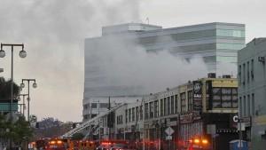 الولايات المتحدة :اصابة 11 رجل اطفاء أثناء مكافحة حريق كبير في لوس أنجلس