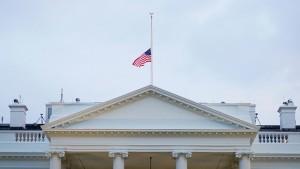 تكريما لضحايا كورونا .. ترامب ينكس الأعلام ثلاثة أيام