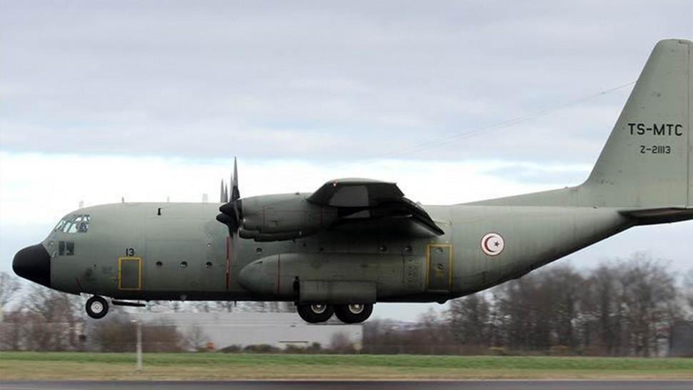 طائرة عسكرية تحط بمطار بانكوك لإجلاء 23 تونسيا