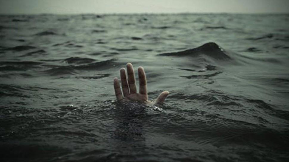 غرق شاب يبلغ من العمر 29 سنة وهو اصيل صفاقس في شاطئ الشفار ليلة أمس وفق ما أكده مصدر أمني للديوان اف ام اليوم الاثنين.