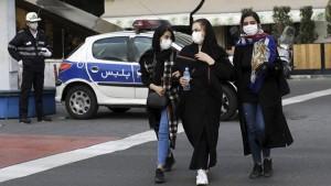 كورونا يستفحل في إيران مجددا ويسجل أعلى عدد إصابات يومية منذ شهرين