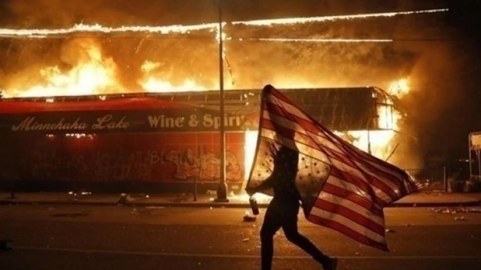الاحتجاجات في أمريكا .. مقتل شخص و اصابة اخرين في إطلاق نار في نيويورك