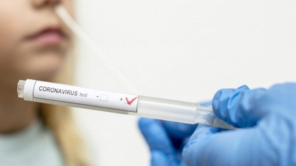 تجاوزت الحصيلة اليومية للإصابات بفيروس كورونا المستجد في الجزائر حاجز الـ400 إصابة لأول مرة منذ بداية انتشار الجائحة في البلاد.
