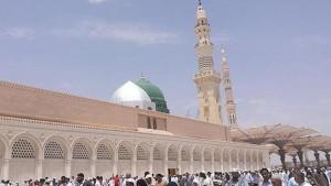 قررت السلطات السعودية عدم إقامة صلاة العيد في الساحات المكشوفة للمرة الأولى والإكتفاء بالمساجد المهيأة للصلاة حسب الإجراءات الوقائية في ظل انتشار فيروس كورونا في المملكة.
