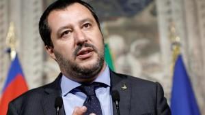 ايطاليا : رفع الحصانة عن سالفيني لمحاكمته في قضية منع مهاجرين من دخول البلاد