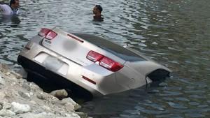 سقوط سيارة بميناء سيدي يوسف قرقنة