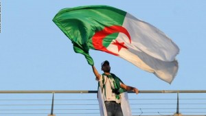 قررت الحكومة الجزائرية التخفيف من إجراءات العزل العام التي تفرضها لمواجهة فيروس كورونا وذلك بتقليل ساعات حظر التجول الليلي ورفع بعض القيود على التنقل بين الولايات.