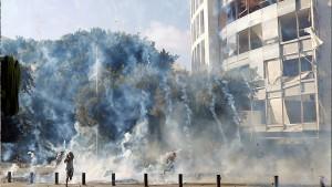 مقتل أحد عناصر الأمن في اشتباكات مع المحتجين وسط بيروت