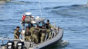 سواحل قرقنة : جيش البحر ينقذ 16 تونسيا كانوا على وشك الغرق