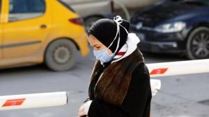 وزير الصحة بالنيابة: عقوبات عدم ارتداء الكمامة قد تصل الى السجن