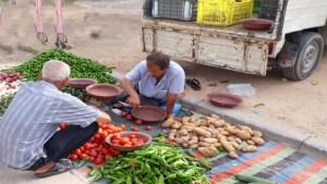 قررت كل من بلدية المكناسي والسعيدة من ولاية سيدي بوزيد تعليق نشاط السوق الاسبوعية بالمعتمديتين المذكورتين وذلك على خلفية الارتفاع الملحوظ في عدد الاصابات المسجلة بالجهة و.