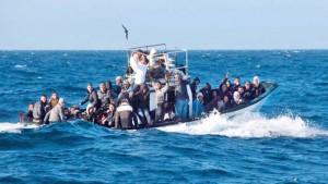 تعرض صباح اليوم الاحد مركب يضم اكثر من 20 شخصا من دول جنوب الصحراء إلى الغرق على بعد ميلين من سواحل اللواتة من معتمدية جبنيانة.