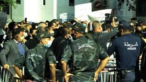 وقفة احتجاجية وطنية واضراب عام للمحامين