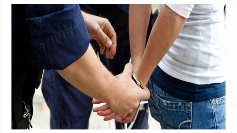 أسفرت حملة امنية كبرى بمنطقتي جبنيانة والمحرس من ولاية صفاقس عن ايقاف 74 من المفتش عنهم وتحرير 88 محضر عدلي مروري و 9 محاضر جبائية مع حجز 17 رخصة منتهية الصلوحية و 25 محضر ''رادار''.