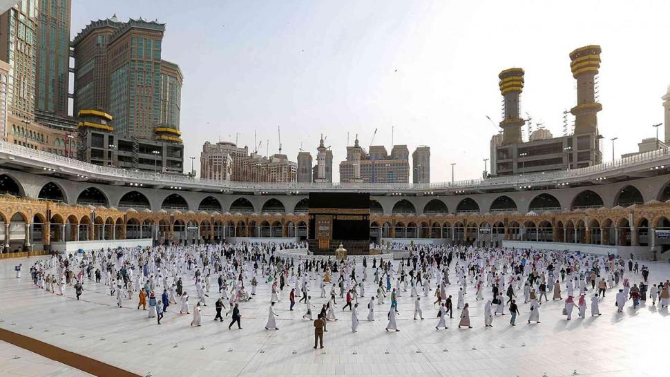 السعودية تكشف شروط أداء العمرة بالنسبة للقادمين من الخارج