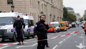 """أكدت الداخلية الفرنسية اليوم السبت أن الشرطة تتعامل مع """"حادث خطير"""" في مدينة ليون وسط أنباء عن إصابة كاهن جراء إطلاق نار بينما تمكن المهاجم من الفرار."""
