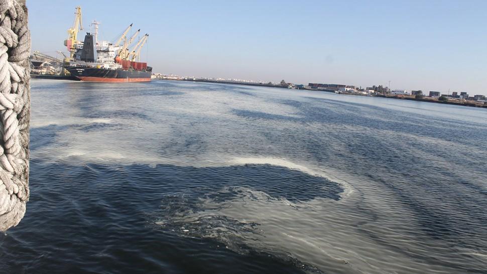 صفاقس: تلوث جديد بمادة البخارة في الميناء التجاري
