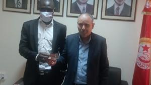 اتحاد الشغل يسلم بطاقات انخراط لعدد من العمال الأفارقة