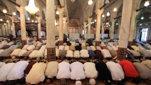بعد السماح بعودة صلاة الجمعة: إجراءات وقائية جديدة بدور العبادة