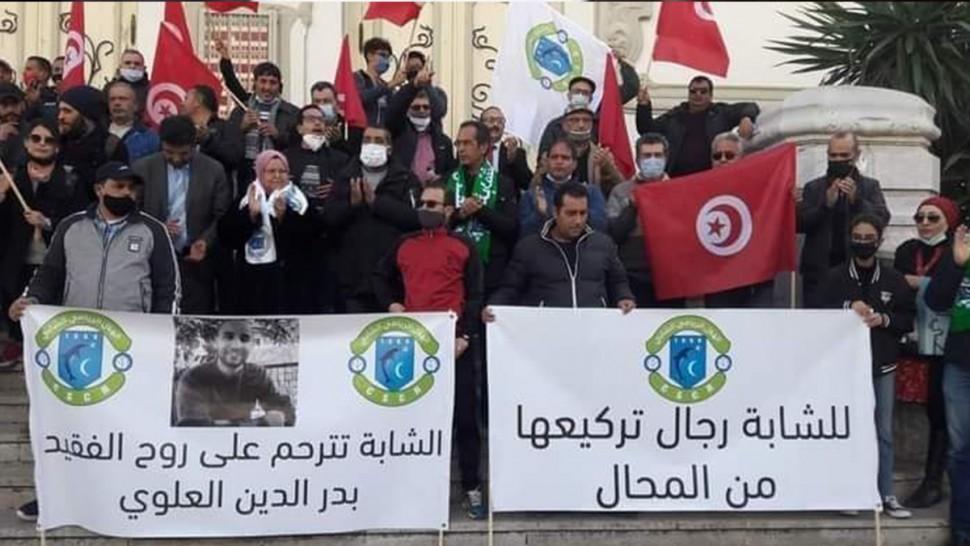 وقفة احتجاجية لأحباء الهلال الشابي امام المسرح البلدي بالعاصمة