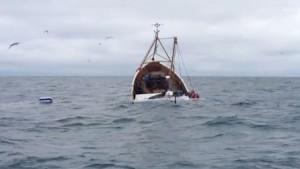 غرق مركب بصفاقس: إنقاذ 8 بحارة وانتشال 3 جثث
