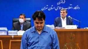 ايران تنفذ حكم الإعدام شنقا في حق المعارض روح الله زم