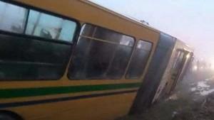 منوبة:رفع حافلة نقل مدرسي انزلقت على حافة وادي
