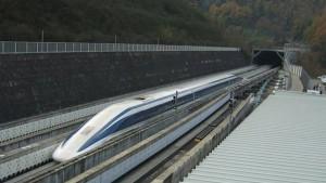 """الصين تكشف عن """"قطار مغناطيسي"""" يسير بسرعة 620 كم في الساعة"""