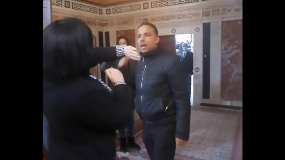 سيف الدين مخلوف يهدّد بتهشيم هاتف عبير موسي ( فيديو)