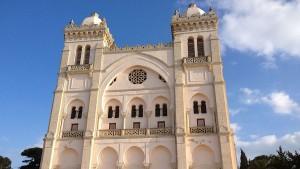 إخلاء معلم كنيسة القديس سان لويس بقرطاج